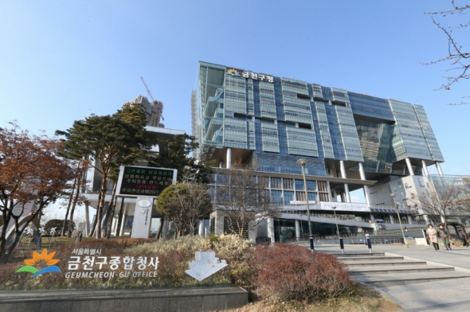 서울시 금천구는 차상위계층 1800가구에 9000만원 상당의 상품권을 지급할 예정이다. / 사진제공=금천구