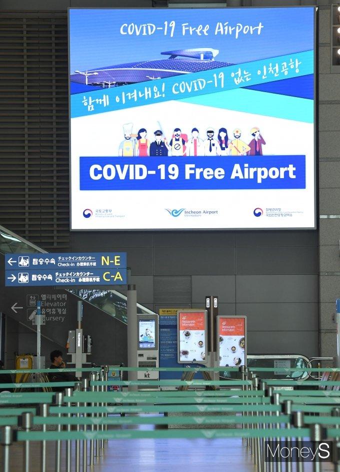 [머니S포토] 이용객 없이 썰렁한 공항