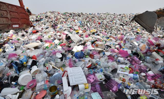환경부와 서울시, 경기도, 수도권매립관리공사는 오는 4월14일까지 수도권 대체매립지 입지후보지 공모에 들어간 상태로 대체 매립 지역에 인센티브를 주기로 했다. /사진=뉴시스