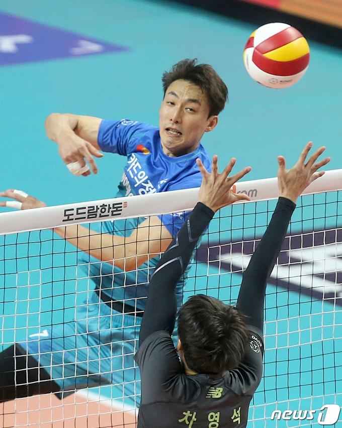 [사진] 하현용 '재치있는 공격'
