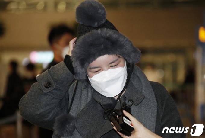 방송인 에이미가 20일 인천국제공항을 통해 중국 광저우에서 입국한 뒤 인터뷰를 하고 있다. 2021.1.20/뉴스1 © News1 권현진 기자