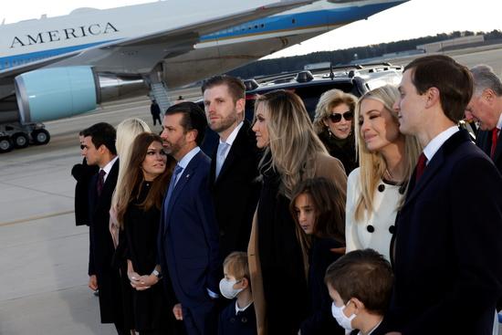 도널드 트럼프 전 미국 대통령이 퇴임 전 13명의 가족에 대해 비밀경호국(SS) 경호를 제공해 달라고 요청했다. /사진=로이터