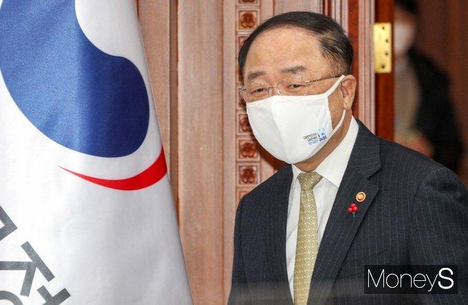 [머니S포토] BIG3 추진회의 입장하는 '홍남기'