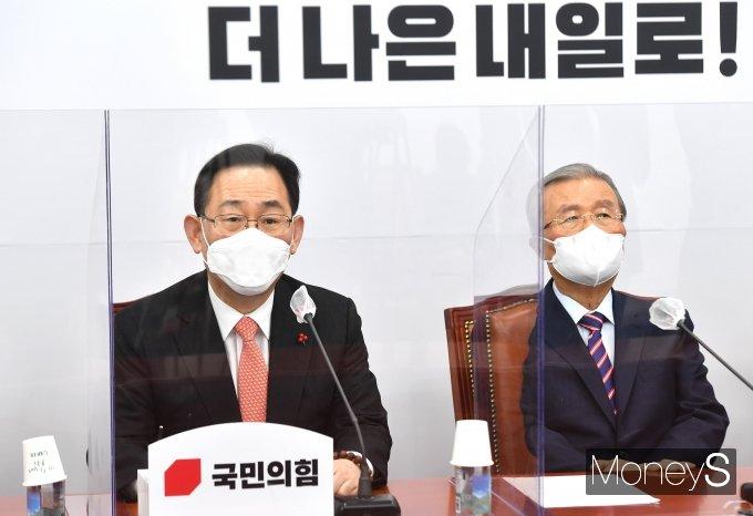 [머니S포토] 비상대책위원회의에서 발언하는 주호영 원내대표