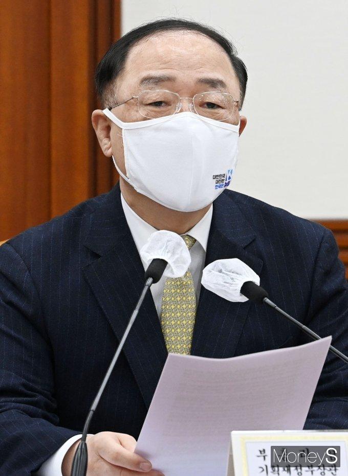 """[머니S포토] 홍남기 """"의료제품 허가심사, 180일→40일 내 줄이는 新 도입 방안 추진"""""""