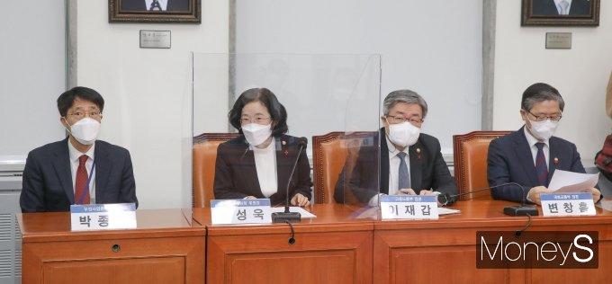 [머니S포토] 택배종사자 과로대책 나선 박종석·조성욱·이재갑·변창흠
