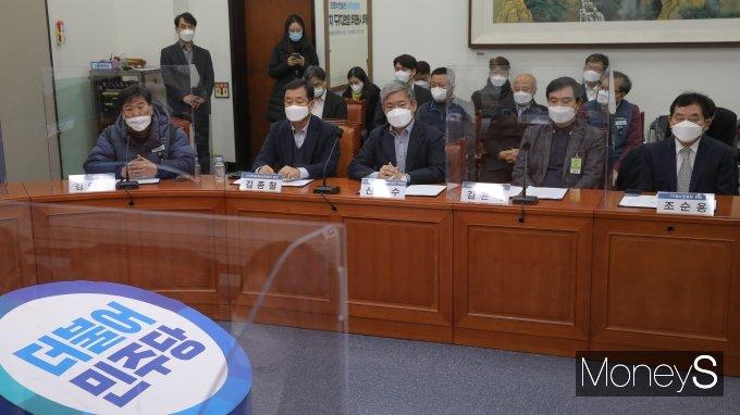 [머니S포토] 발언하는 김태완 택배노동자과로사대책위원회 공동대표