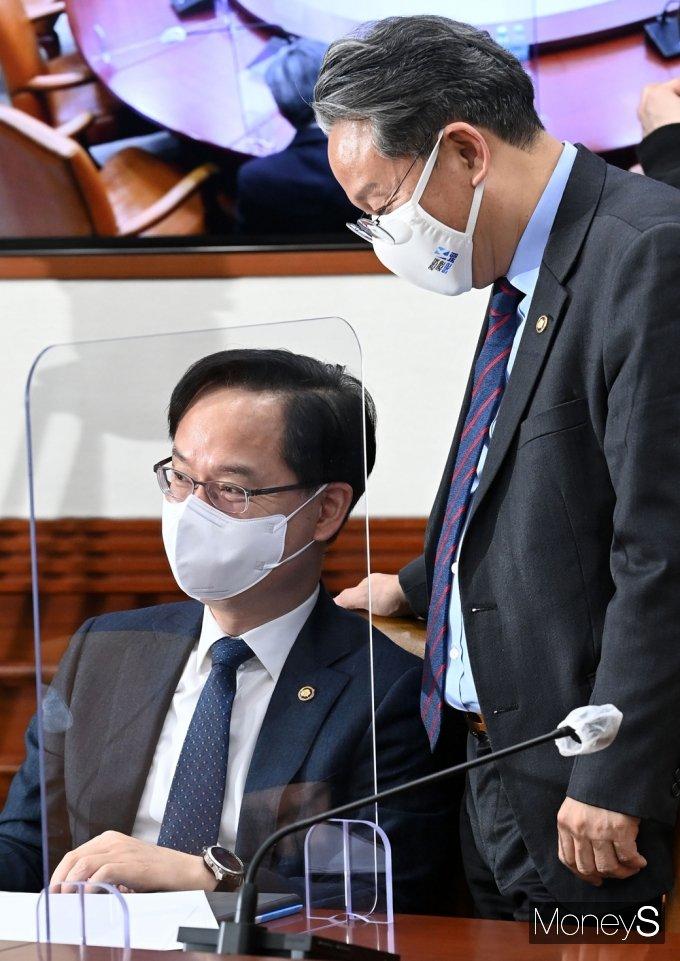 [머니S포토] BIG3 추진회의, 대화 나누는 중기-국토2차관