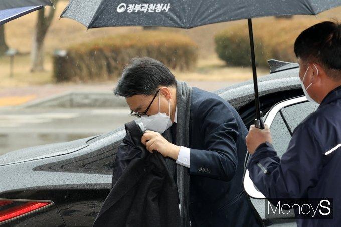 [머니S포토] 출근하는 김진욱 초대 공수처장