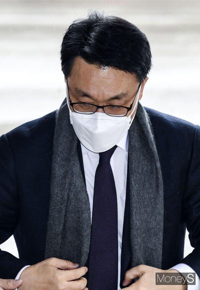 [머니S포토] 헌정 최초 '공수처' 출범…출근한 김진욱 처장