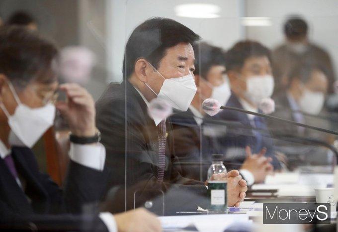 [머니S포토] K뉴딜 금융권 참여방안 간담회, 발언하는 김진표