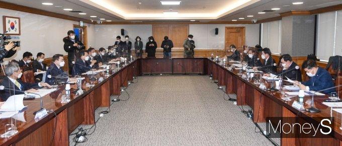 [머니S포토] 민주당·금융권 K-뉴딜 참여방안 CEO 간담회