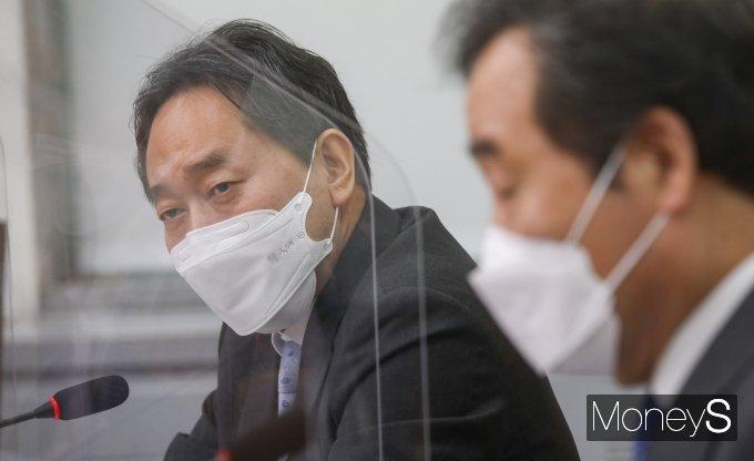 [머니S포토] 금융비용 절감 상생협약식서 발언하는 김태현 사무처장