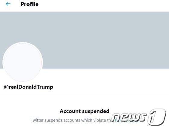 도널드 트럼프 전 미국 대통령이 트위터에서 영구 퇴출된 가운데 트위터 주가가 연일 하락세다./사진=뉴스1