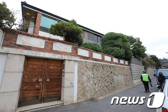 전두환씨 측이 서울 서대문구 연희동 자택 별채에 대한 가압류처분이 부당하다며 행정 소송을 냈지만 패소했다. /사진=뉴스1