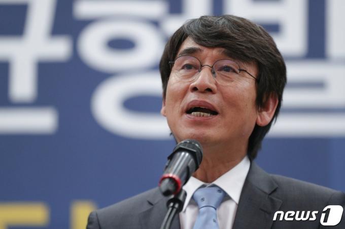 유시민 노무현재단 이사장이 노무현 재단 계좌를 검찰이 들여다봤다는 의혹을 제기한 것에 대해 사과했다. /사진=뉴스1