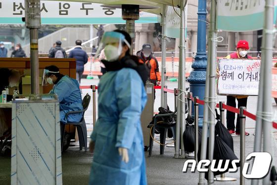 서울시가 정부의 코로나19 백신 접종 계획에 따라 관련 지침을 마련한다. 목표는 오는 10월까지 서울시민 70%가 접종하도록 하는 것이다. /사진=뉴스1