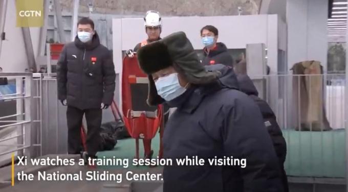 시진핑 중국 국가주석이 지난 18~19일 2022 베이징 동계올림픽 건설 현장 시찰 때 입은 패딩의 제조 업체 주가가 급등했다. /사진=중국국제텔레비전(CCGN) 유튜브 캡처