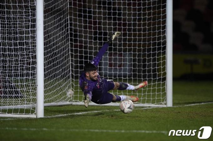 축구 최장거리 골을 기록한 뉴포트 카운티의 톰 킹. © AFP=뉴스1