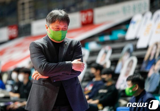 [사진] 이상범 감독 '10승 할 수 있을까'