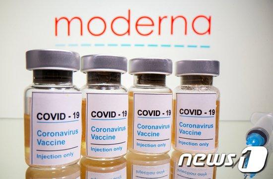 세계보건기구(WHO)가 미국 제약회사 모더나가 개발한 신종 코로나바이러스감염증(코로나19) 백신의 긴급사용을 권고하기로 밝혔다./사진=로이터(뉴스1)