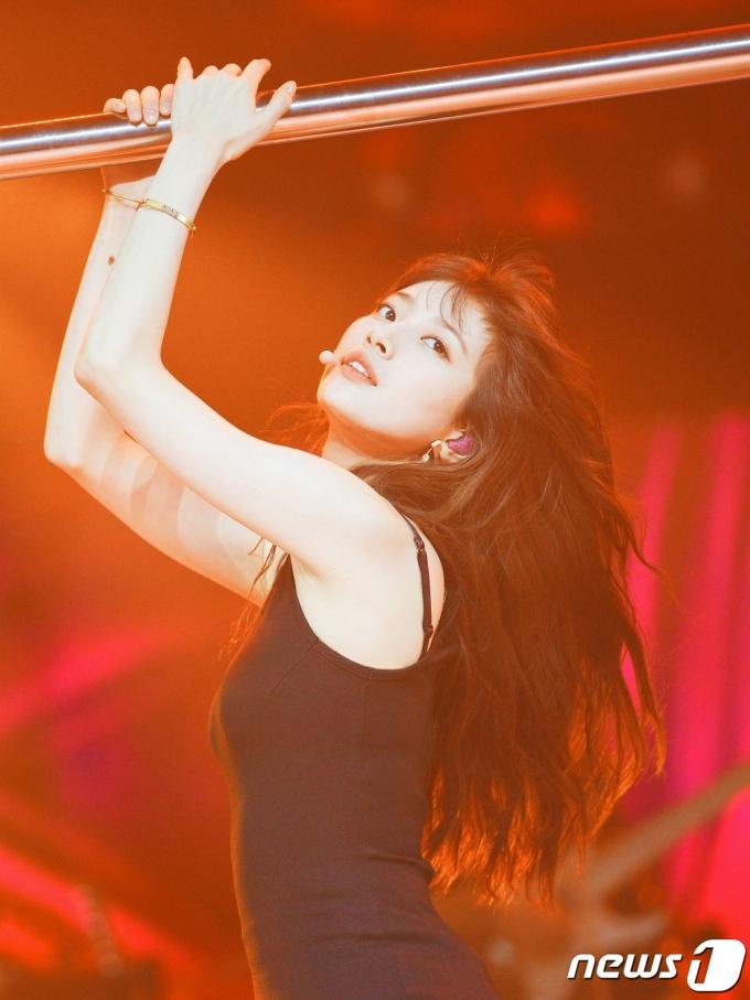 [사진] 수지 '강렬한 봉춤'