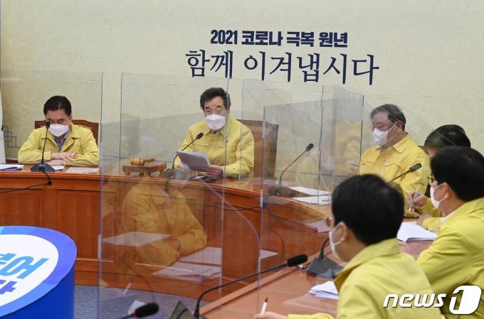 이낙연 더불어민주당 대표가 22일 오전 서울 여의도 국회에서 열린 최고위원회의에서 발언을 하고 있다. 20201.1.22/뉴스1 © News1 성동훈 기자