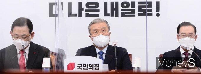 [머니S포토] 소상공인·자영업자 손실 보전 관련 발언하는 '김종인'