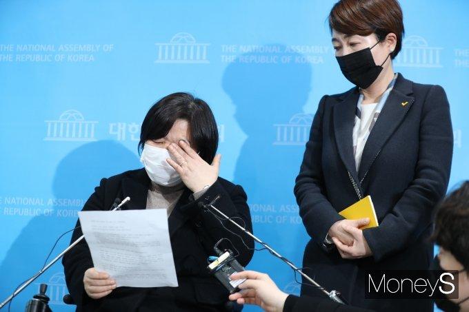 """장혜영 """"성추행 피해사실 감출 수 없었다… 함께해달라"""""""
