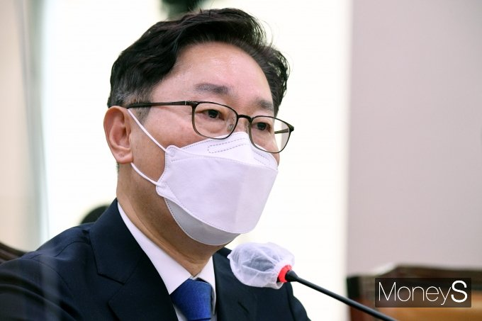 박범계 법무부 장관 후보자가 25일 오전 국회 법제사법위원회에서 열린 인사청문회에 출석해 위원들의 질의에 답하고 있다. /사진=임한별 기자