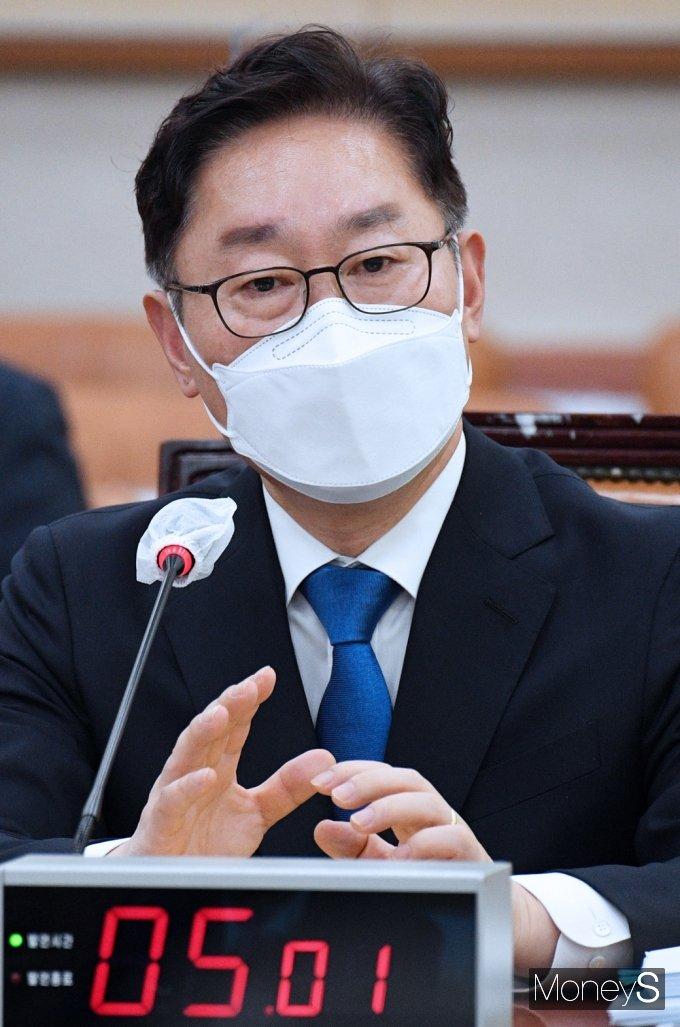 [머니S포토] 질의 답변하는 박범계 장관 후보자