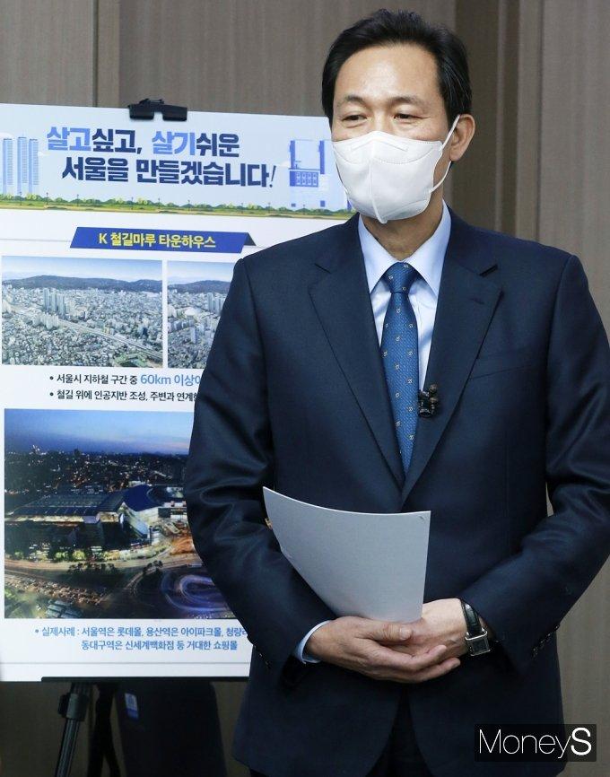 [머니S포토] 野 후보 부동산 공약 지적하는 '우상호'