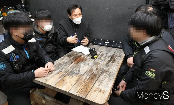 [머니S포토] 배달라이더 찾은 '오세훈' 고충 청취