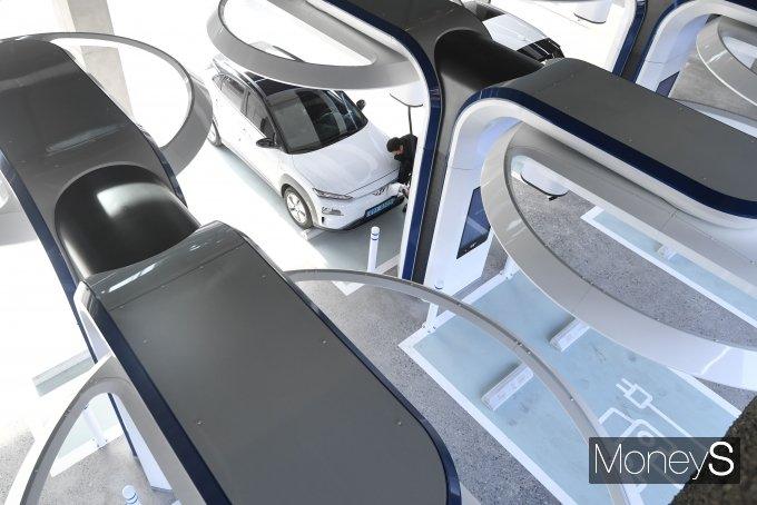 [머니S포토] 도심속 급속 전기차 충전소 '현대 EV 스테이션 강동'