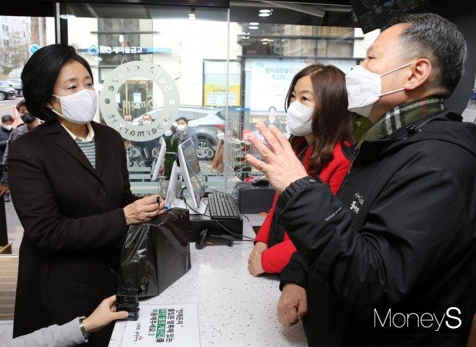 [머니S포토] 스마트슈퍼 1호점-형제슈퍼 방문한 박영선