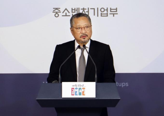 최창희 공영쇼핑 대표이사가 자리에서 물러난다. /사진=공영쇼핑