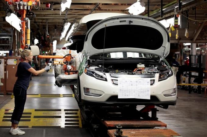 전세계 자동차업체가 반도체 기근에 잇따라 공장가동을 중단하고 있다. 게다가 반도체 제조사가 자동차용 반도체 공급가를 인상할 방침이어서 차 가격 인상의 도미노 현상도 우려된다./사진=로이터