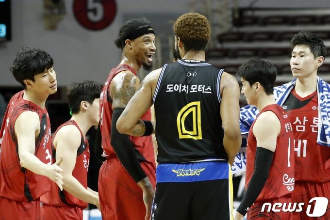 [사진] 30점차 승리 따낸 안양KGC