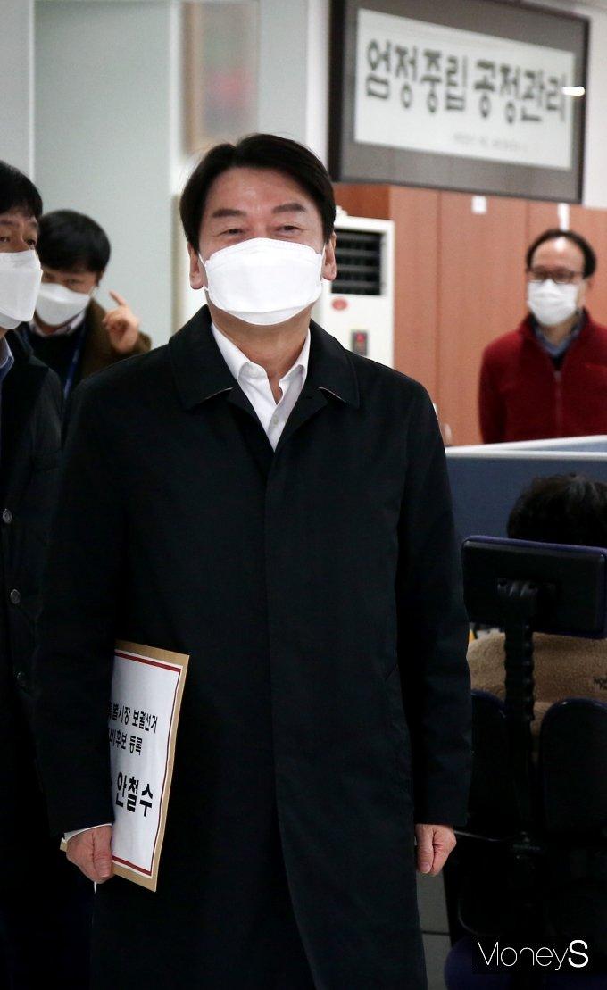 [머니S포토] 안철수 대표 '서울시장 예비후보자 등록을 위해'