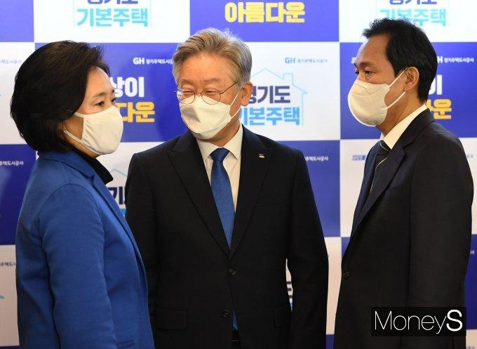 [머니S포토] 경기도 기본주택토론회에서 만난 박영선·이재명·우상호