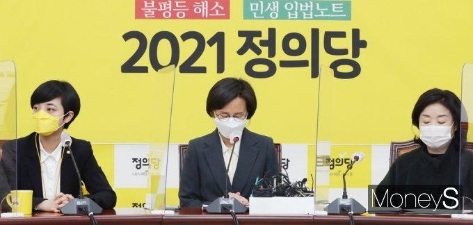 [머니S포토] 정의당 성추행, '고개숙인 강은미·눈감은 심상정·고개돌린 류호정'