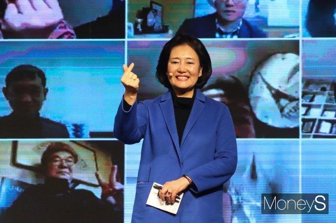 [머니S포토] 박영선 '서울시민에게 보내는 하트'