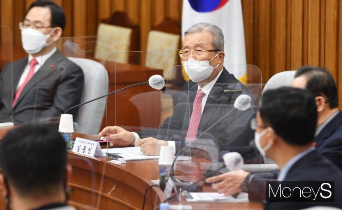 """[머니S포토] 김종인 """"정부 558조원 규모 예산 재조정해 손실보상 등 재원 마련해야"""""""