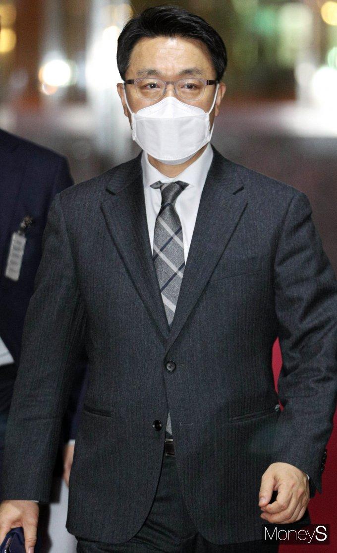 [머니S포토] 공수처장 임명 후 국회 찾은 '김진욱'