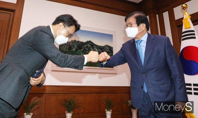 [머니S포토] 김진욱 공수처장, 박병석 국회의장 예방