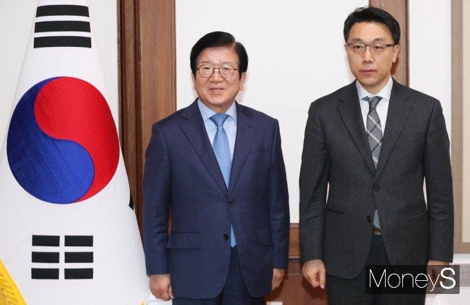 [머니S포토] 기념촬영하는 국회의장·공수처장