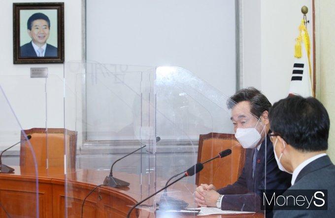 [머니S포토] 이낙연 대표, 김진욱 공수처장과 환담