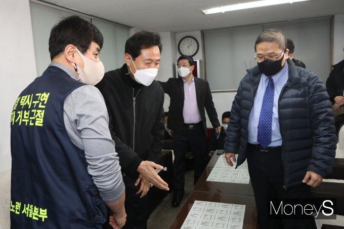 [머니S포토] 택시업계 관계자들 만난 오세훈