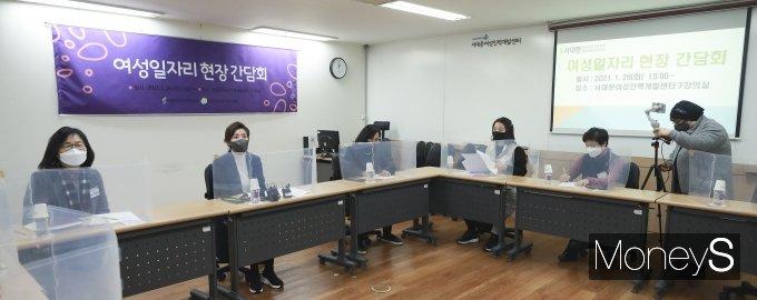 [머니S포토] 여성 일자리 현장 찾은 나경원