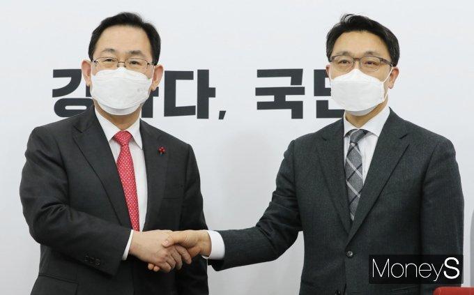 [머니S포토] 김진욱 공수처장 접견하는 주호영 원내대표